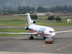 aeropuerto en pleno despegue de avion en cochabamba