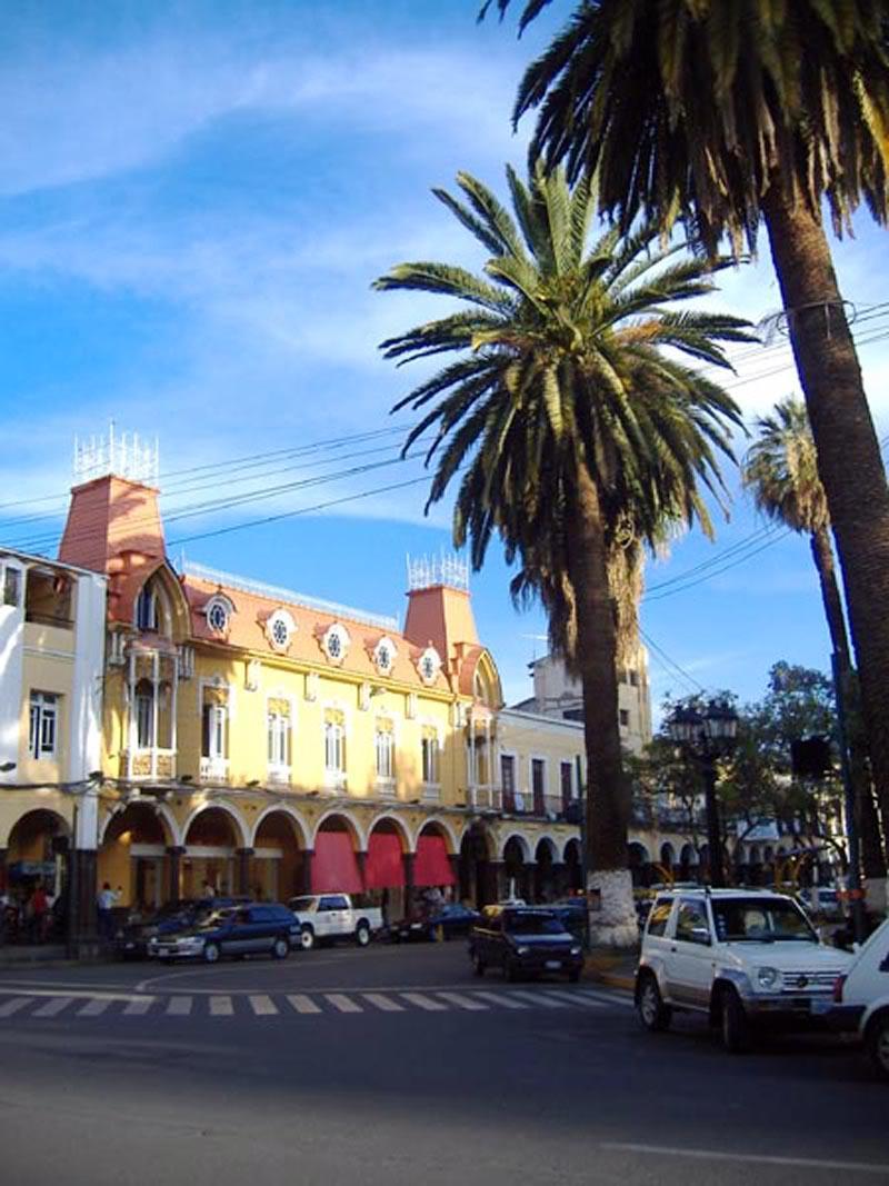 calles 3 en plaza principal en cbba