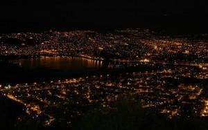 laguna alalay en cochabamba nocturna