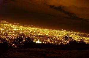 vista de la ciudad de cochabamba de noche