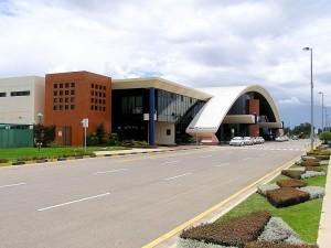vista frontal lateral izquierdo del aeropuerto de cochabamba