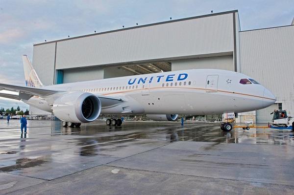United Airlines, demanda a jhoven de 22 años por abrir web de vuelos baratos