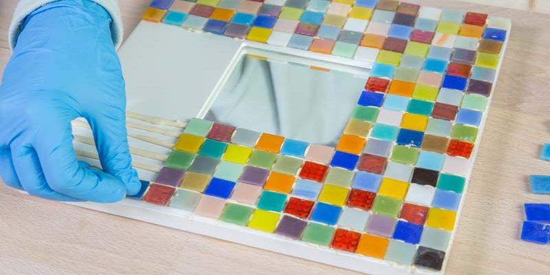 Como decorar un espejo a base de mosaicos