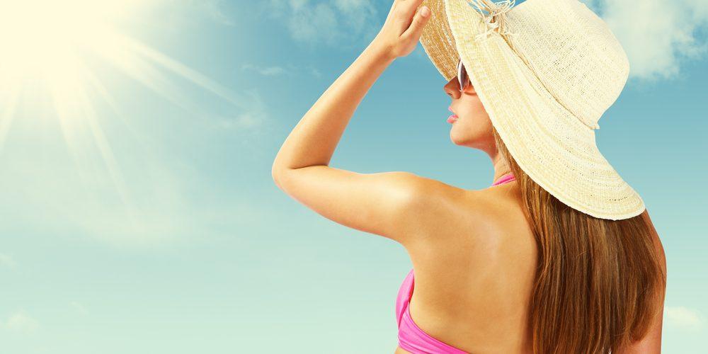 Evita las manchas en la cara, protegiéndote de los rayos solares