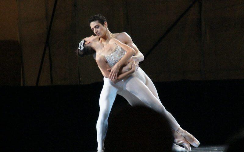 ¿Influye la vestimenta en los pasos de baile?